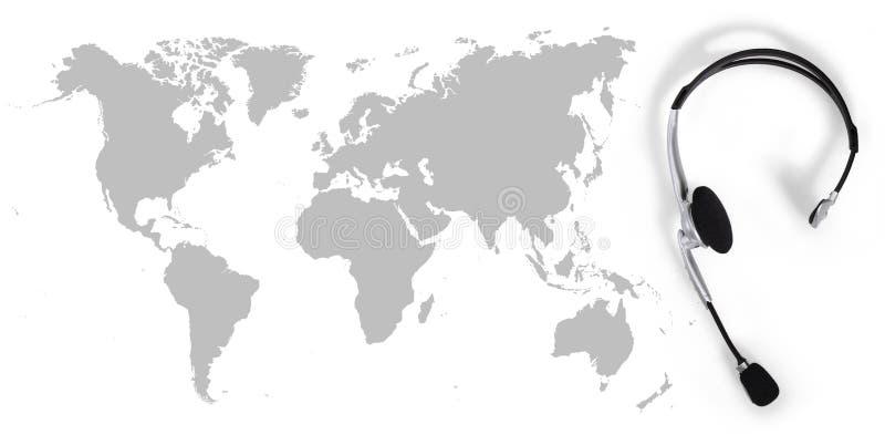Kontaktowy globalny pojęcie, odgórnego widoku słuchawki i mapa, obraz stock