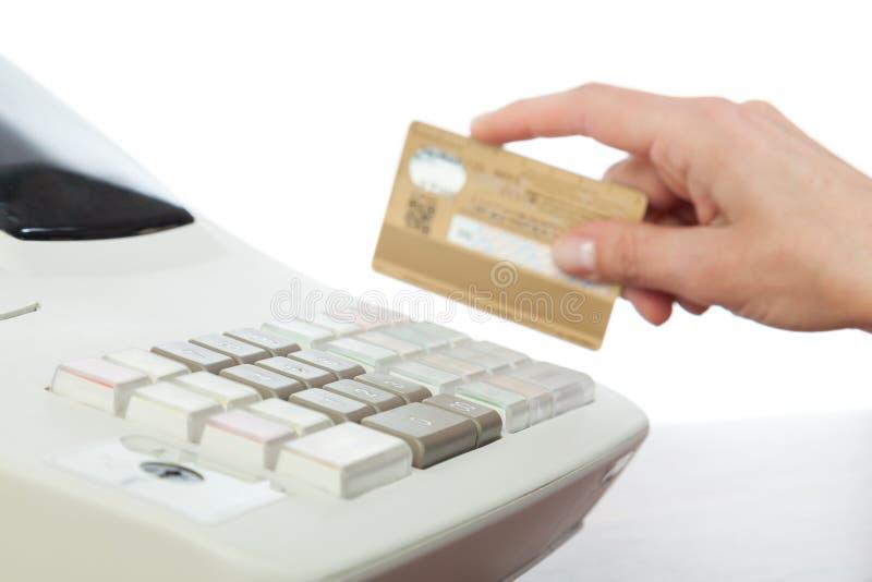 Kontant register för hållande kreditkort arkivbilder
