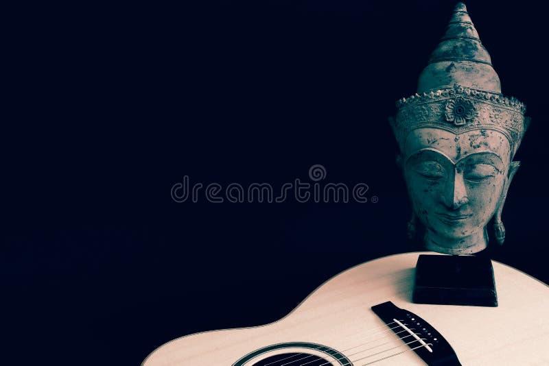 Kontemplowanie muzyki duchowej Piosenki Melodia Budda i gitara obrazy stock