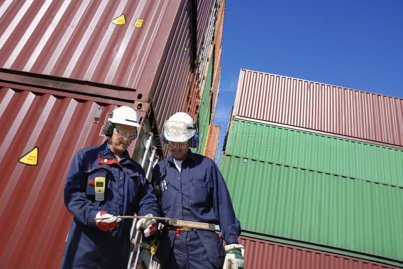 Kontenery i doków pracownicy