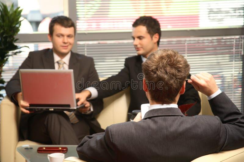 kontor tre som för affärsmän fungerar fotografering för bildbyråer