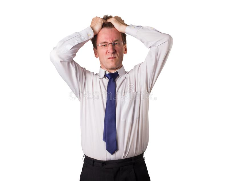 Kontorsarbetaren griper hans huvud Saker går dålig isolerat royaltyfria foton