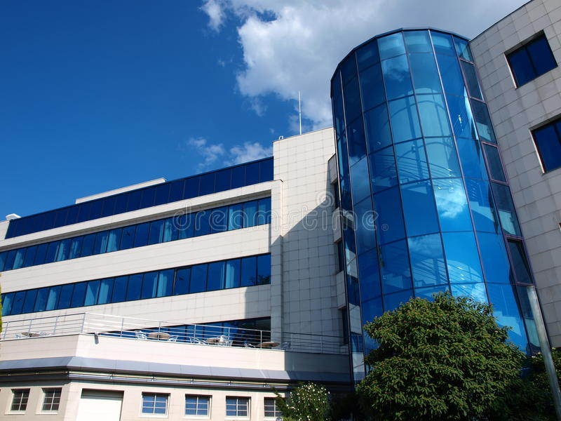 Kontorsbyggnad Ceske Budejovice, Tjeckien arkivfoton