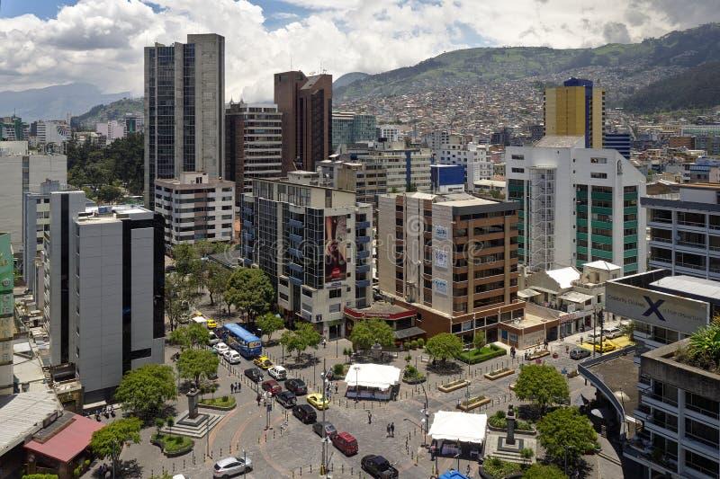 Kontorsbyggnader i Quito, Ecuador arkivbilder