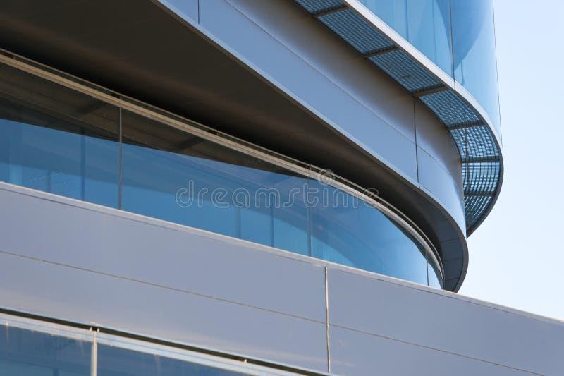 Kontorsbyggnader med modern företags arkitektur royaltyfri foto