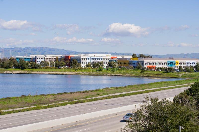 Kontorsbyggnader på shorelinen av San Francisco Bay område, Silicon Valley, Kalifornien royaltyfria bilder