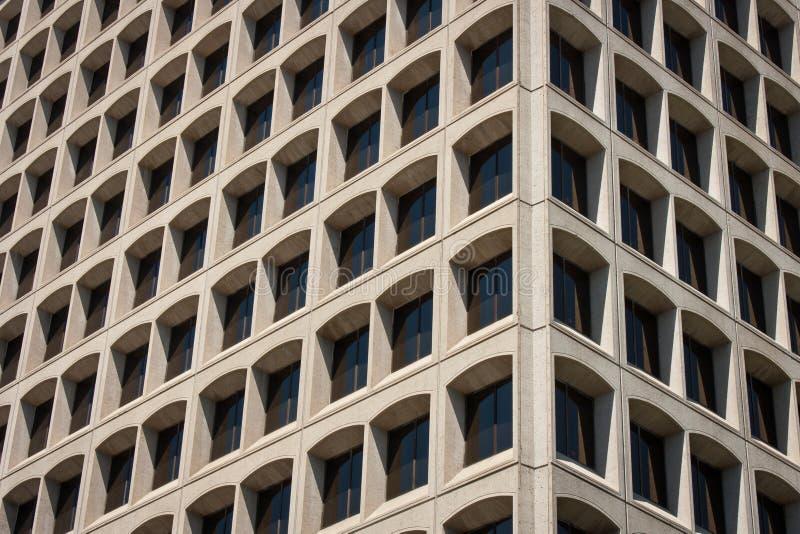 Kontorsbyggnadhörnsikt royaltyfri foto