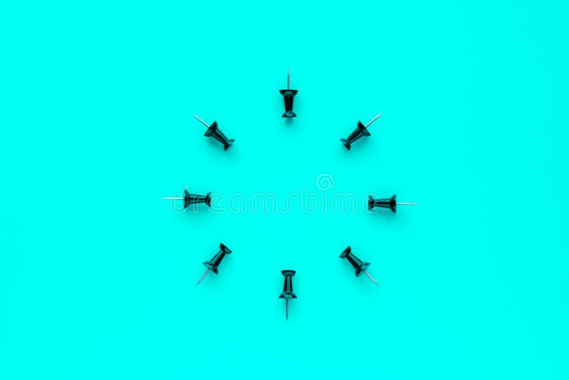 Kontorsknappar på blå bakgrund royaltyfri illustrationer