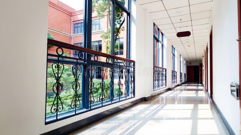 Kontorskorridor arkivfoto