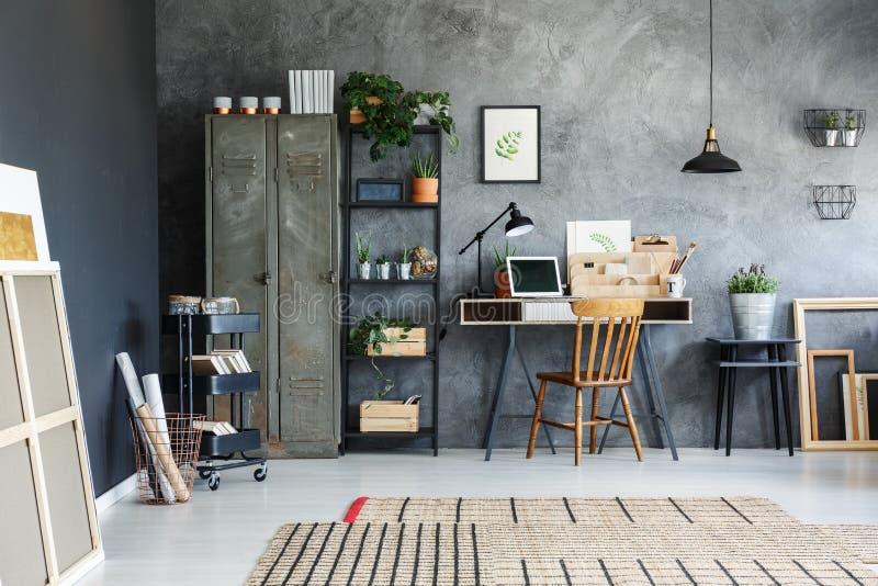 Kontorsrum av en freelancer royaltyfri foto
