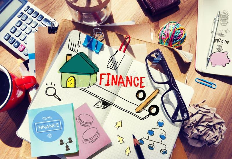Kontorsskrivbord med hjälpmedel och anmärkningar om finans royaltyfria foton