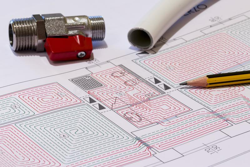 Kontorsskrivbordet med hydrauliska monteringar, hjälmen och strålningsgolvet planlägger royaltyfri bild