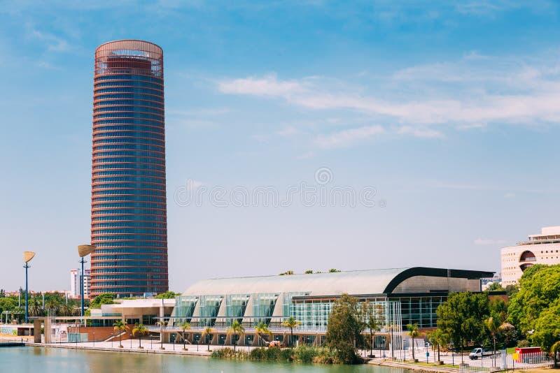 Kontorsskyskrapan är högst byggnad i Seville, Spanien royaltyfri fotografi