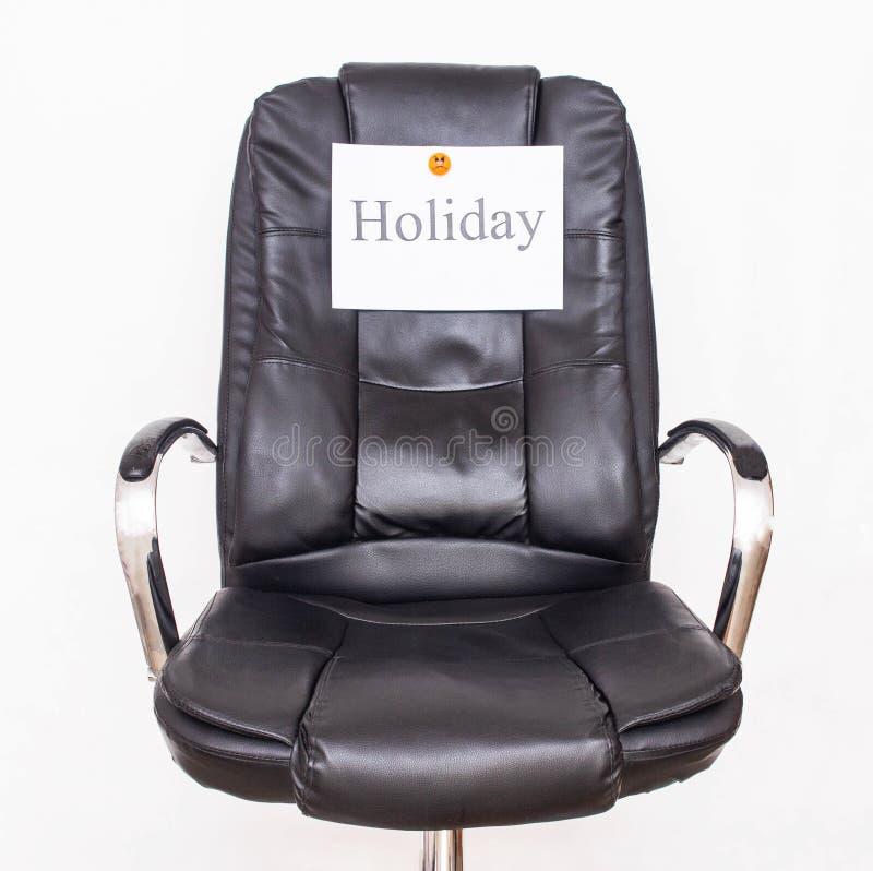 Kontorsstol, som säger ordferiebegreppet av att fira ferier på arbete och företags händelser, jobb royaltyfri bild