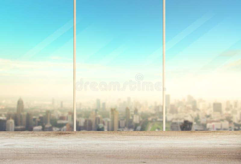 Kontorstabell och fönster arkivbild