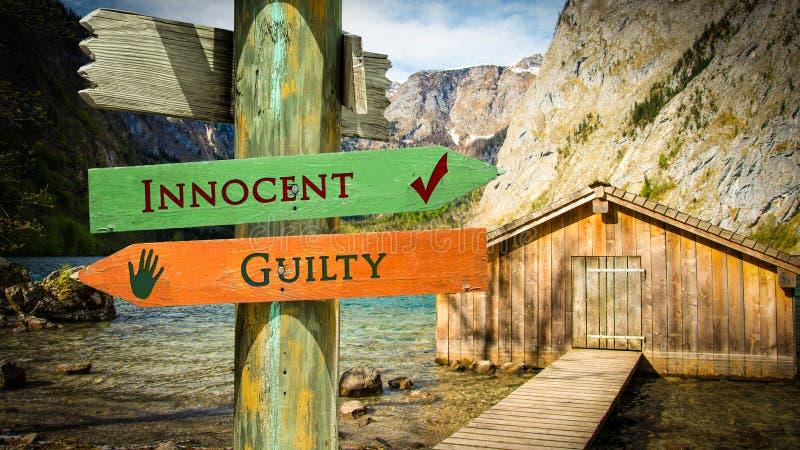 Kontra skyldig oskyldig f?r gatatecken arkivbild