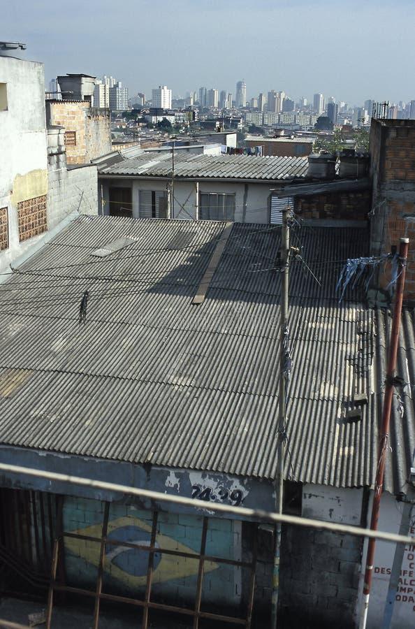 Kontrast mellan rikedom och armod, Brasilien fotografering för bildbyråer