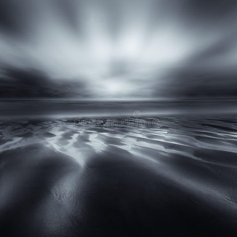 Kontrastera solnedgång, Perran sander, Cornwall arkivfoton