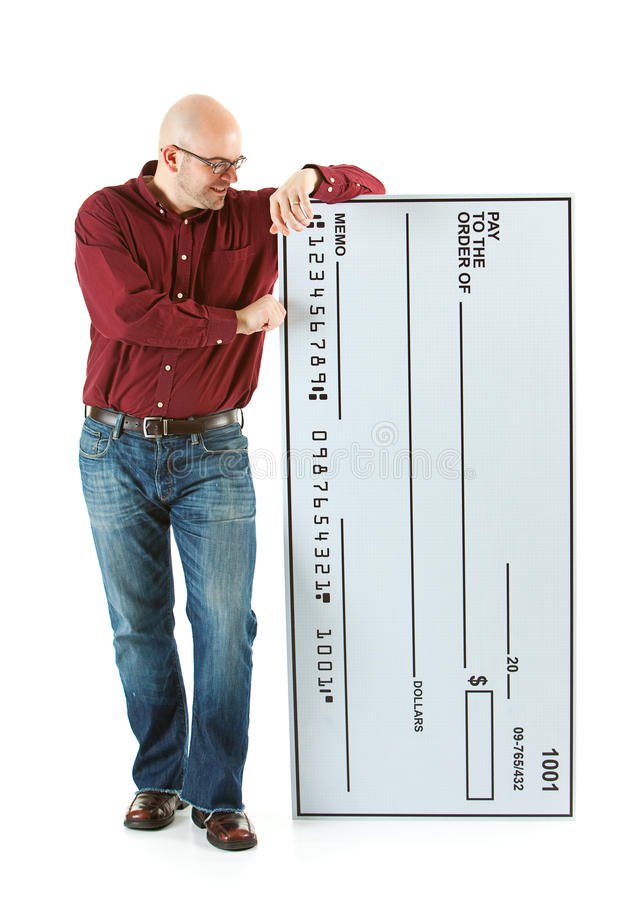 Kontroll: Den skalliga mannen ser den krimskrams storleksanpassade kontrollen royaltyfri foto