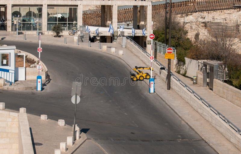 Kontroll för desarmering av blindgångarearmérobot påsen på västra väggområde royaltyfri bild