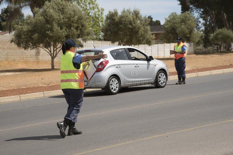 Kontroll för medel för polisvägkvarter arkivfoto