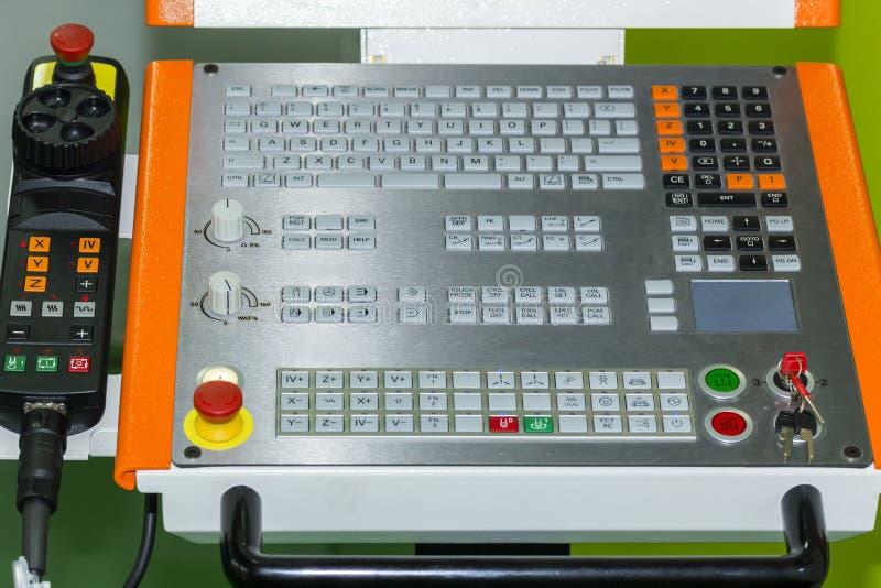 Kontrollbord av den bearbeta med maskin mitten för cnc på seminariet royaltyfri foto