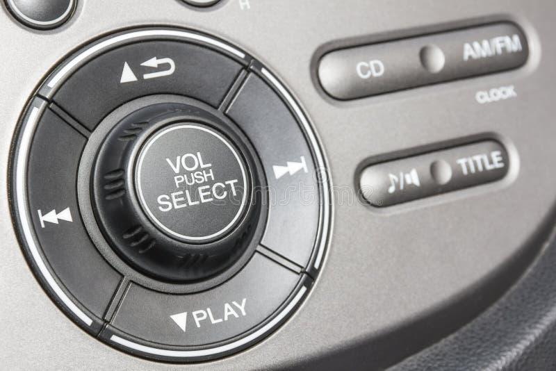Kontrollbord av den ljudsignal spelaren och andra apparater av bilen royaltyfri foto