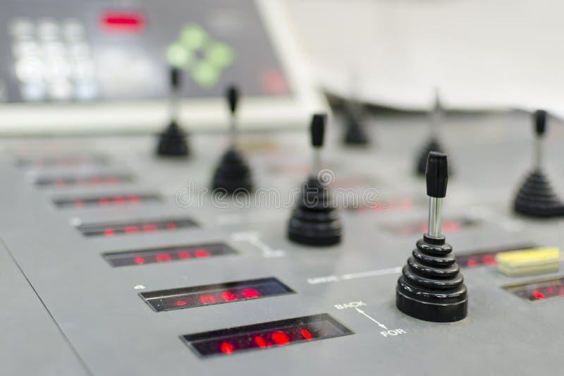 Kontrollbord av utrustningen i ett modernt hus för offset- printing royaltyfri fotografi