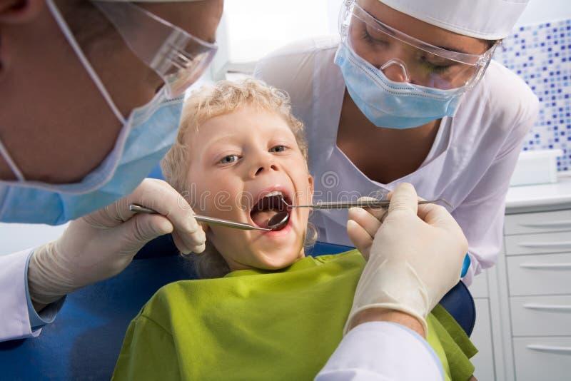 Kontrolle der Mundhöhle lizenzfreie stockfotos