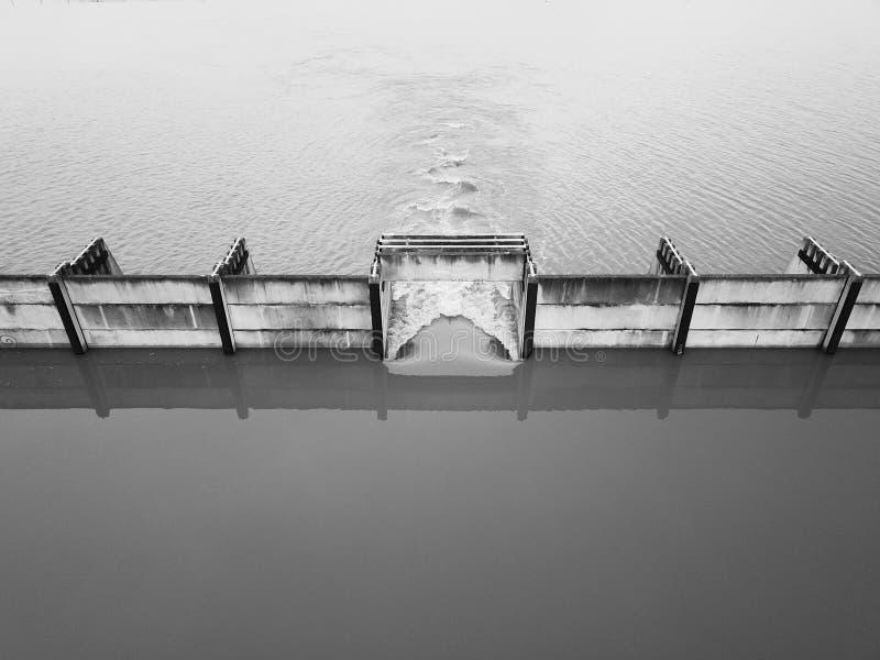 Kontrolle des Flusses stockbilder