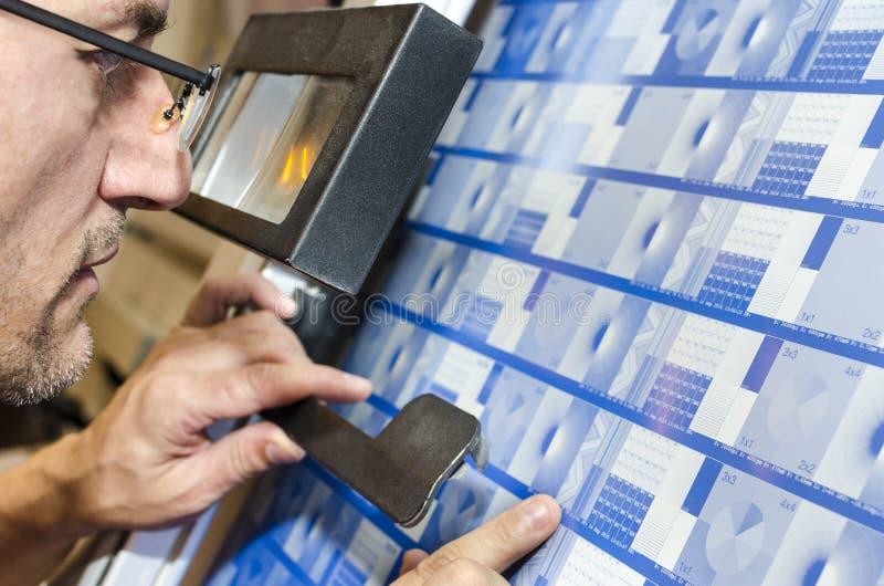Kontrolleproduktion der Offsetmaschinenpresse überzieht Kalibrierung lizenzfreies stockfoto