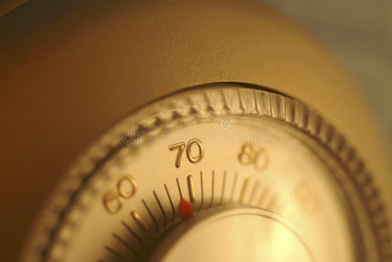 kontrollera den home enhetstermostaten arkivfoto