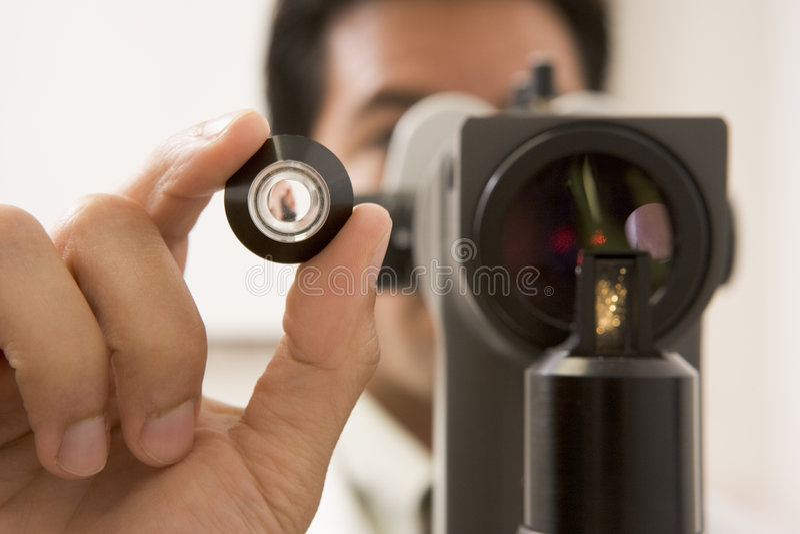 kontrollera doktorn eyes glaucomatålmodig s royaltyfri fotografi