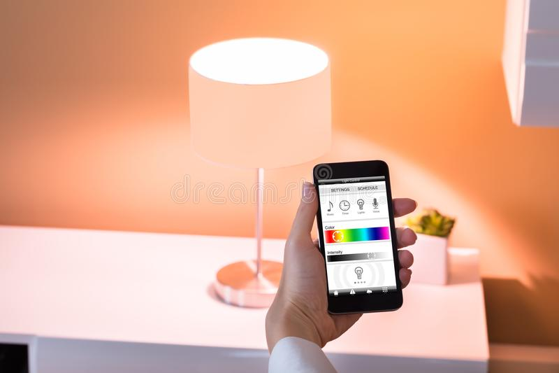 Kontrollera ljus med applikation royaltyfri fotografi