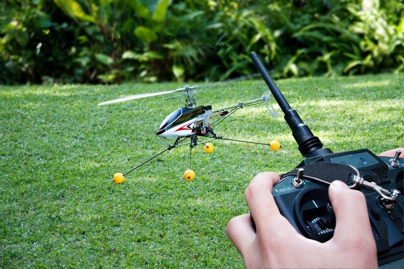 kontrollerad helikopterremote arkivfoto