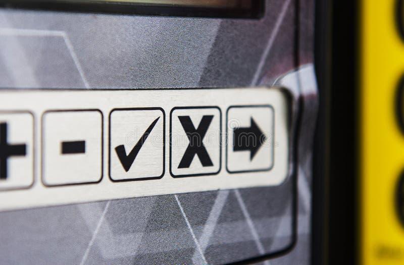 Kontrollfläck, x-fläck och symbol royaltyfria foton