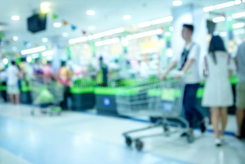 Kontrollräknare i supermarket royaltyfri foto