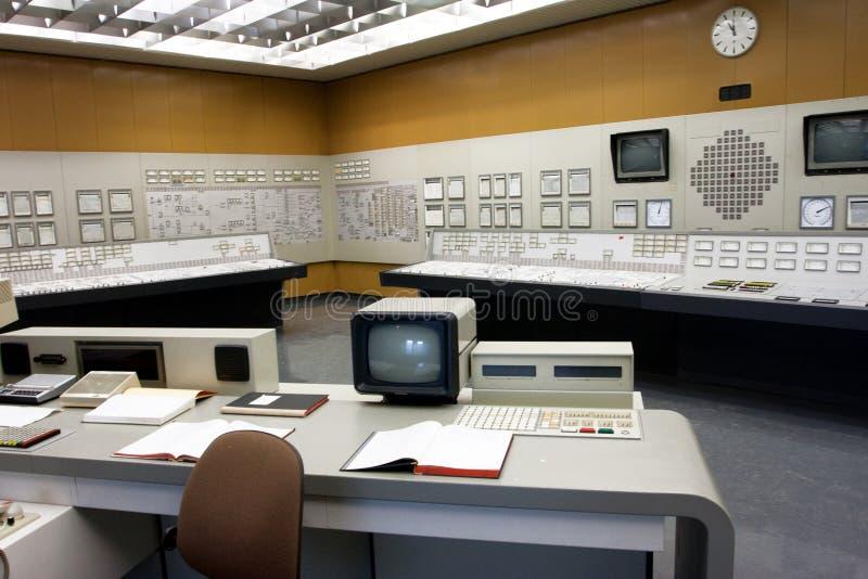 Kontrollrum för gammal stil av kärnkraftverket royaltyfria bilder
