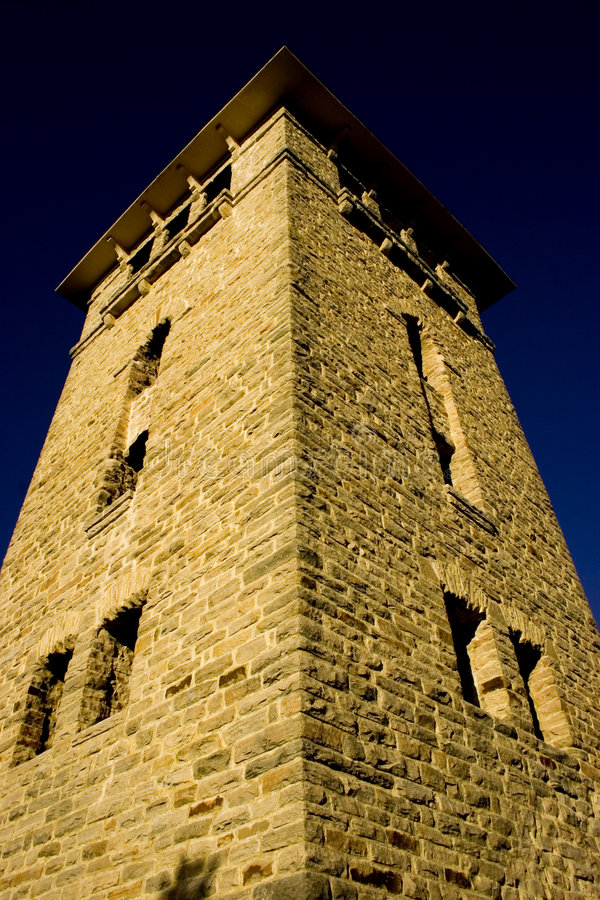 Download Kontrollturm stockfoto. Bild von schloß, park, ziegelstein - 41616