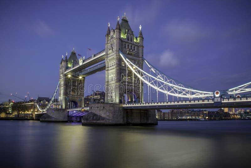 Kontrollturm-Brücke London stockbild