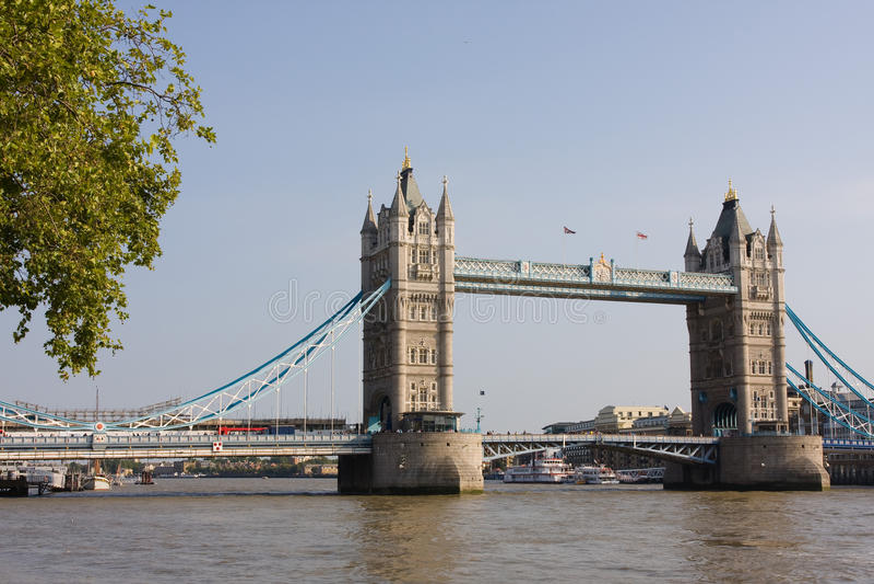 Kontrollturm-Brücke von London lizenzfreie stockbilder