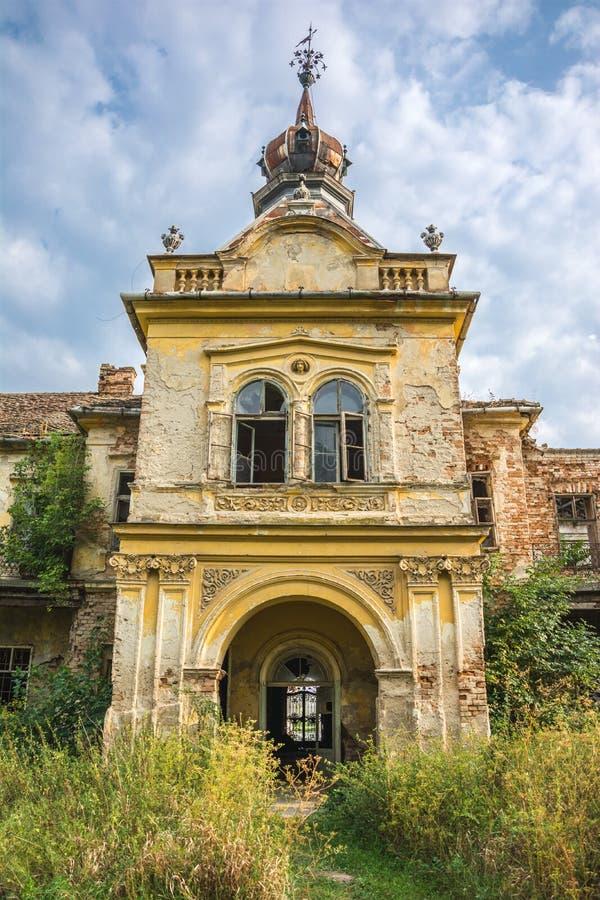 Kontrollturm des mittelalterlichen Schlosses lizenzfreie stockfotos