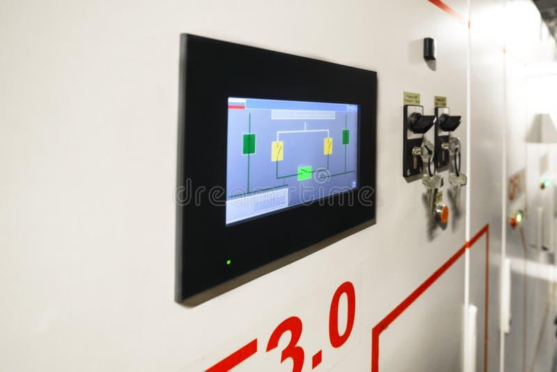 Kontrolny pokaz na elektrycznym switchboard obrazy stock