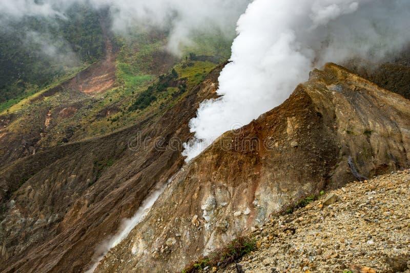 Kontrpara aktywny wulkan na Java wyspie obrazy stock