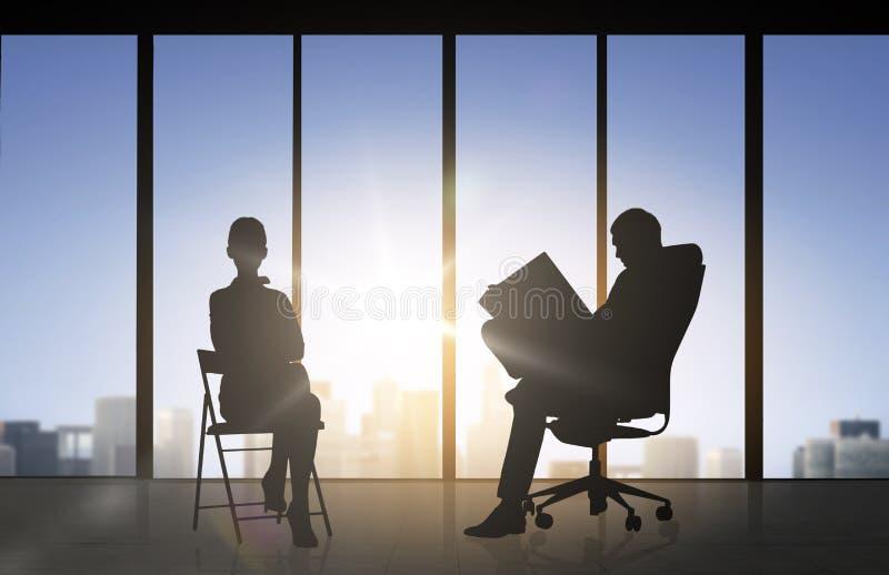 Kontur av affärsfolk som arbetar på kontoret vektor illustrationer