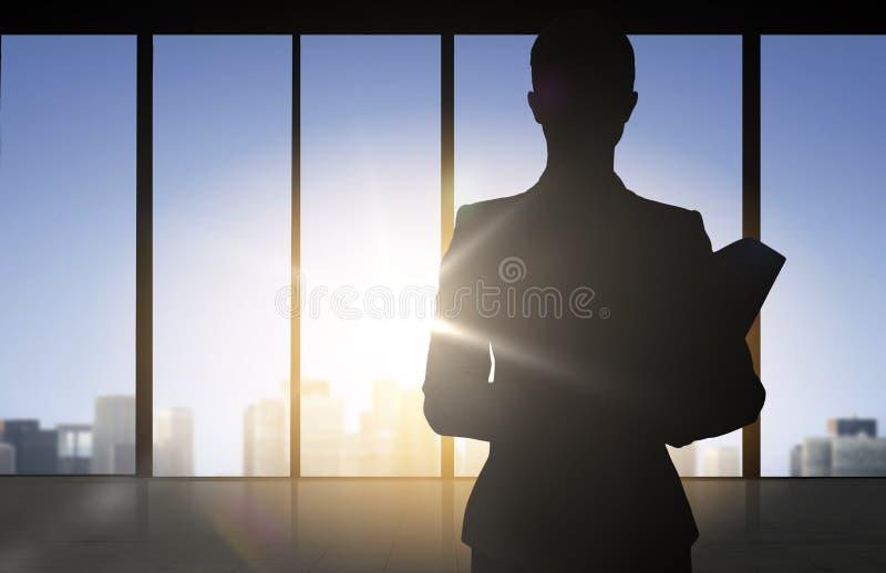 Kontur av affärskvinnan med mappar stock illustrationer