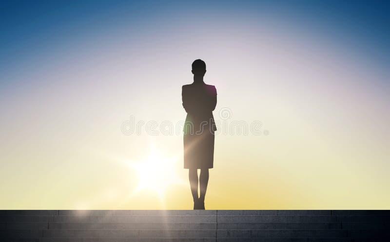 Kontur av affärskvinnan med over solljus royaltyfri illustrationer