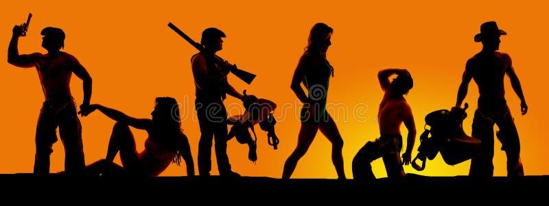Kontur av cowboyer och kvinnor i en orange solnedgång royaltyfri fotografi