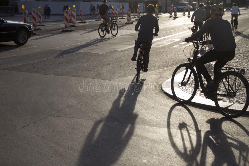 Kontur av cyklister arkivbilder