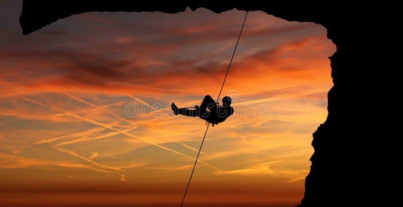 Kontur av en klättrare över härlig solnedgång royaltyfri fotografi